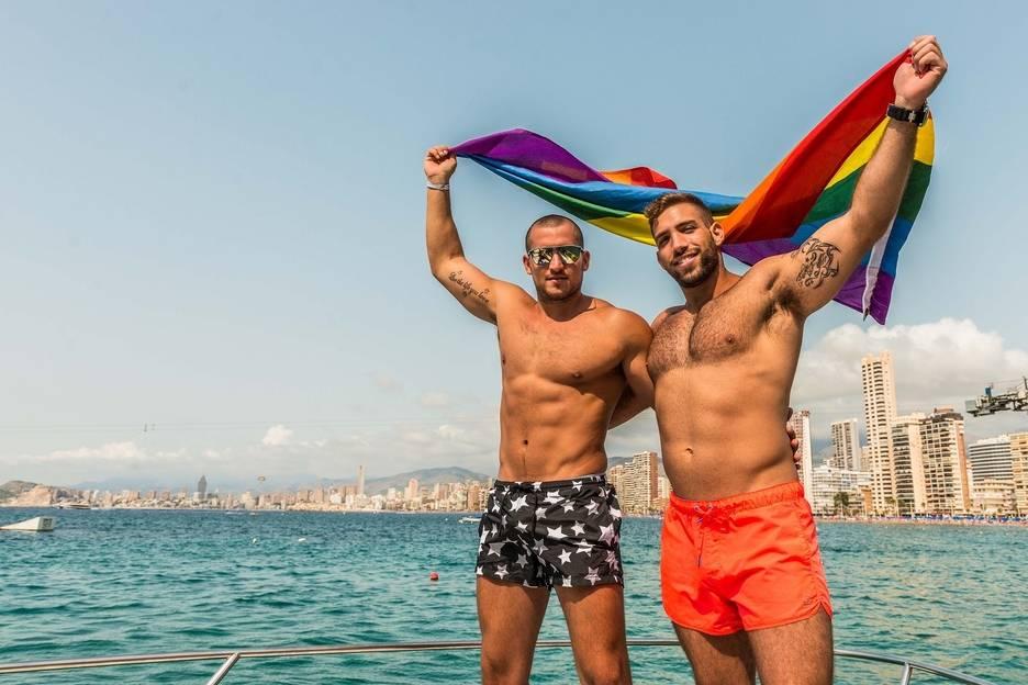 carrozas orgullo gay benidorm